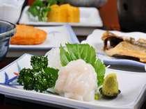【朝食一例】今朝、真鶴港であがったばかりのイカなど!(季節によって変わります)