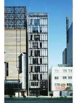 建物外観。ビルの4Fがホテルです。