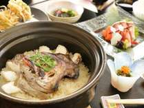 名物の土鍋漁師ごはん!季節によって内容が変わる郷土料理をご賞味ください!