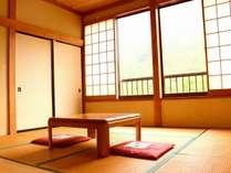 山々の見える昭和風和室八畳