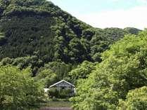 山々に囲まれた宿