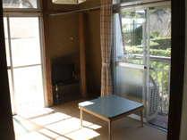 本館の二階、四畳半の和室です。