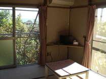 別館の一階、六畳の和室です。