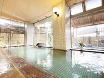 【大浴場】弱アルカリ性のお湯は美肌効果がありお肌がツルツルになります。