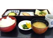 朝食メニューは5種類※写真は和定食の一例