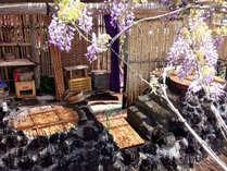 *五右衛門風呂/美しく咲いた藤の花にうっとり。