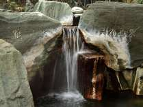 大浴場「安房八景の湯」の露天滝風呂