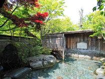 *露天風呂/男女入替制。澄んだ空気に囲まれた、季節の風が心地よい露天風呂。