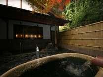 紅葉の壷風呂