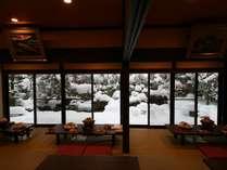 雪景色の日本庭園を見ながらお鍋を食す。都会の喧騒を忘れしばし極上のひとときはいかがですか?