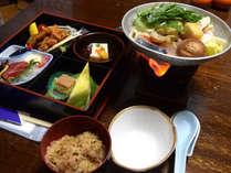 【ご夕食例】おまかせ和定食をお部屋にご用意いたします