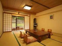 【ゆったり広々15畳和室】里山の風を感じながらお寛ぎください。