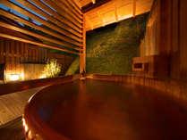 露天風呂とテラスの付いたゆとりあるお部屋。お風呂は各お部屋毎に異なり、何度きても楽しめるお部屋です。