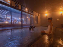 大浴場からも滝が眺められるので露天風呂が苦手な方も大丈夫です。