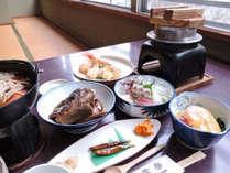 【2食付】夕食は当館でゆっくりお召し上がりください♪地元の食材を使った会席でおもてなし