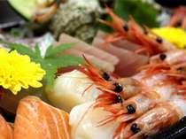 日本海荒磯舟盛りで旬魚をいただく♪甘エビ・ズワイ切りガニも堪能できる。