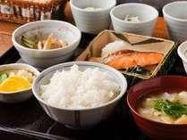 ご朝食一例 特別契約農家 山ちゃん米(福井県産華えちぜん100%)を使用しております。