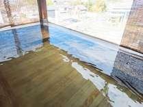 【展望露天風呂ひのき】当館でも人気のお風呂です。