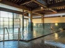 【式部の湯】深いお風呂、隆泉庵は露天岩風呂、朝倉門はスチームサウナや五右衛門風呂など!