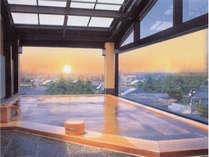 【展望ひのき】屋上から望む景色を楽しみながら開放感にスッキリと専用源泉を楽しめる圧巻の湯