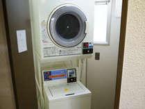 コインランドリー洗い200円・乾燥10分100円・洗剤はフロントにて50円で販売しております。