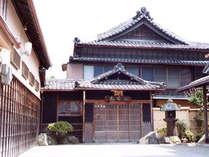 伊勢神宮外宮にほど近くに佇む当館は、観光・ビジネスの拠点に最適です♪