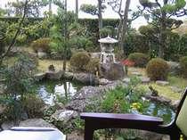 庭園を眺める客室も!(客室一例)