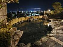 【屋上露天風呂】松山の夜景をご覧いただけます。