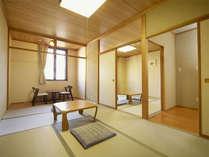 *和室7.5+8畳一例。二間にそれぞれ座卓と座椅子があります。