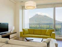 *3ベッドルームプレミアム室内一例/広々リビングルームで過ごす心やすらぐ非日常時間。