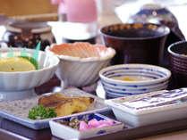 *【朝食】和定食をご用意。ボリュームあると人気です。ご飯のお代わり自由。