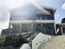 【コテージ外観】新築のきれいな建物