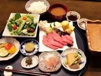 *[夕食一例]信州牛と地元の食材をたっぷり楽しめるメニューが好評