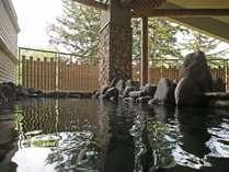 ■大浴場・もむにの湯■大雪山の岩肌のように、野趣あふれる岩風呂