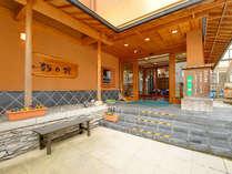 別所温泉街のちょうど真ん中にある温泉旅館。お寺巡りも外湯巡りにも◎