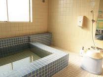 *【共同風呂】男性のお客様のご利用限定で2~3人が入れる共同のお風呂がございます。