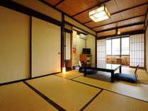【スタンダード和室9畳】トイレ・洗面付き。落ち着いた佇まいの木の温もりのお部屋。