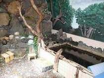 大浴場(女湯)源泉はごろもの湯、自家天然温泉です。大瀬崎の岩や流木を使用した手造りのお風呂です。
