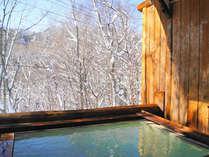 雪を見ながらの露天風呂