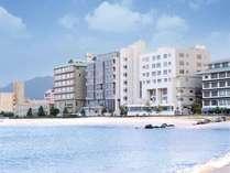 【かいけ彩朝楽】温泉街の中心に位置し、海水浴場まで徒歩約1分の好立地!