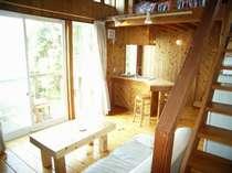すべて木造りの室内