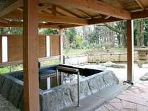 *美しい景色を眺めながら湯ったりと天然温泉を満喫できる「本館露天風呂」