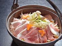 *【夕食一例】猪鍋/低カロリー&コラーゲンたっぷりのお肉を味噌仕立て仕上げた猪鍋。