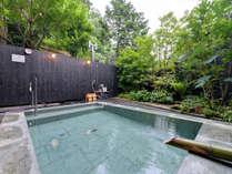 *【無料貸切風呂】露天(昼)/谷間を抜けるそよ風を感じながら入る露天風呂は、格別です。