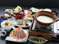 【スタンダード】豆乳しゃぶしゃぶをメインとし、ゴマ豆腐、湯葉刺しなど数々の豆腐創作料理が並びます。