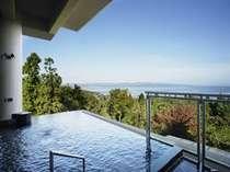 露天風呂から望める壮大な空と蒼い海は絶景♪桜、新緑、紅葉、雪化粧と自然の演出も心を和ませてくれます