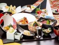 【海が見えるレストラン】料理長こだわりの贅沢な「特選会席・雅」◆雨晴温泉の絶景露天風呂で癒される!