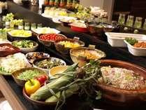 【朝食】朝食ビュッフェに並ぶ料理は約80種。元気の出る朝食ブッフェで爽やかな一日の始まりを♪