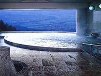 パノラマ展望大浴場。山脈や松本・安曇野が一望できるダイナミックな景色は感動的♪,長野県,高原のお宿 スカイランドきよみず