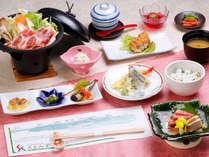 当館の夕食での基本会席料理です。旬の食材や地物にこだわり、季節ごとに内容が変わります。,長野県,高原のお宿 スカイランドきよみず